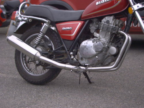 SUZUKI GN250 2-1 EXHAUST SYSTEM ROAD IN POLISHED STAINLESS